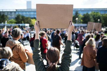 "Leipzig: Demo-Montag: Bürgerbewegung marschiert gegen ""linke Gewalt"", Gegenprotest angekündigt"