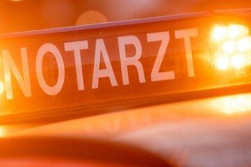Fußgänger von Auto erfasst und schwer verletzt