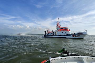 Motorbootfahrer wird spektakulär aus der Nordsee gerettet!