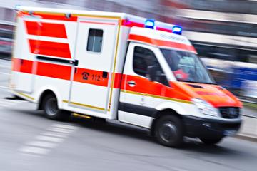 Hilfsbedürftige Frau (31) beißt Notarzt und zwei Polizisten!