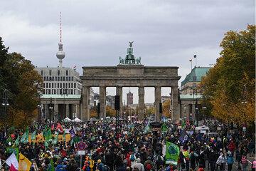 Berlin: Fridays for Future: Hunderte Klima-Aktivisten demonstrieren in Berlin