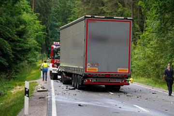 Horror-Unfall fordert Menschenleben: Motorrad und Lkw krachen frontal ineinander