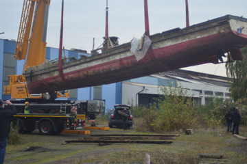 Gesunkenes Schiff nach Hochwasser an Land gerettet: So sieht das Wrack jetzt aus