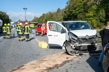 Unfall A7: Schwerer Unfall auf der A7: Sechs Menschen verletzt, darunter zwei Kinder!