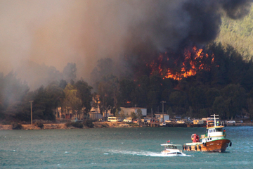 Massive Waldbrände in der Türkei: Mehrere Tote, Haushalte ohne Strom
