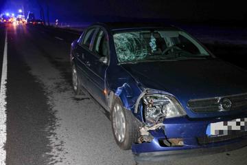 Radfahrer nach Kollision mit Opel lebensgefährlich verletzt