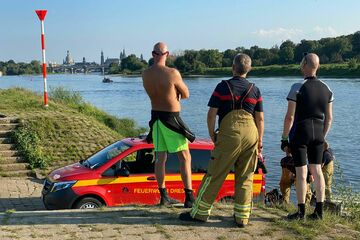 Dresden: Rettungseinsatz an der Elbe: Suche geht weiter, Rucksack aufgetaucht