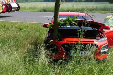 Autofahrerin bei Crash mit Baum im Landkreis Leipzig verletzt