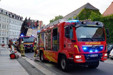 Feuerwehr-Einsatz in Bautzner Innenstadt: Leerstehendes Gebäude in Flammen