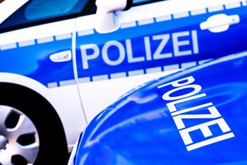 Auto kracht gegen Baum und wird in zwei Teile zerrissen: Fahrer (†18) tot!