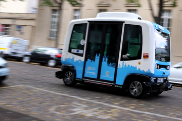 Bezahlbare Alternative für ländlichen Raum? Autonomer Shuttle-Bus fährt durch Magdeburg