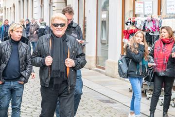Dresden: Volksmusik-Star spaziert durch die Stadt: Dresden auf Selfie-Jagd mit Heino