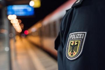 Mit Judo-Move! Jugendliche prügeln sich am Hauptbahnhof Köln, einer wird ausgeknockt