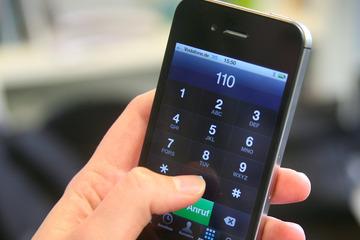 Telefonstreich geht wohl nach hinten los: Teenie (15) löst Polizeieinsatz aus