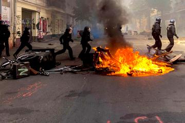 Berlin: Nach Ausschreitungen in Rigaer Straße: Polizei bittet Zeugen um Hinweise