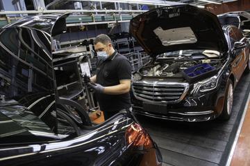 Auge del automóvil: Daimler vende muchos más automóviles Mercedes que el año pasado