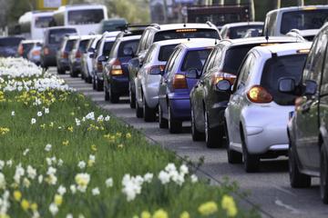 Von wegen Umstieg auf öffentlichen Nahverkehr: Immer mehr Autos in Großstädten unterwegs!