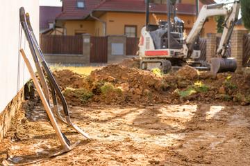 Rätselhafter Gruselfund auf Baustelle: Arbeiter finden Menschenknochen