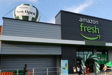 Shopping without checkouts: Amazon opens first supermarket in Seattle