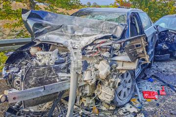 Audi-Fahrerin überholt und kracht frontal in Laster: Ein Toter!