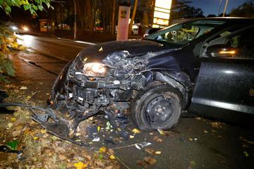 Baum-Crash in Chemnitz: Fahrer schwer verletzt
