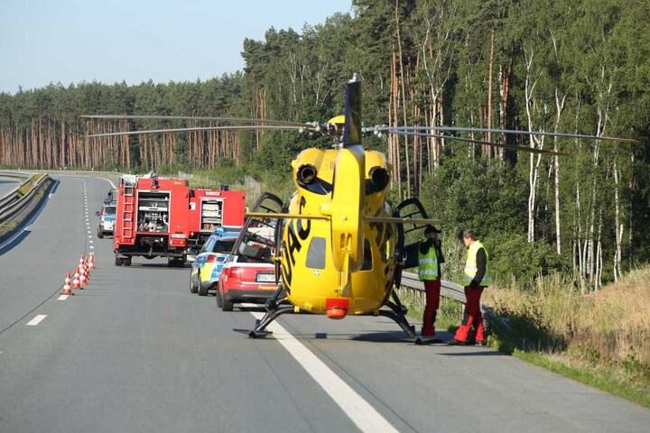 Der Fahrer und zwei Mitfahrer wurden schwer verletzt.