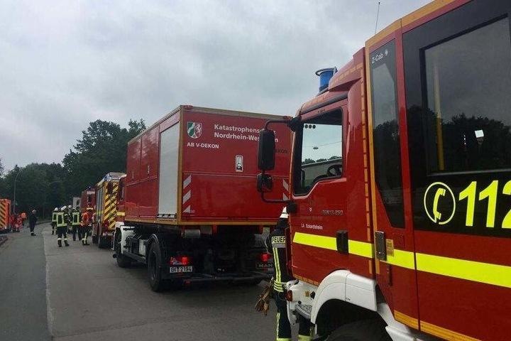 Die Feuerwehr war mit mehreren Einsatzfahrzeugen vor Ort.