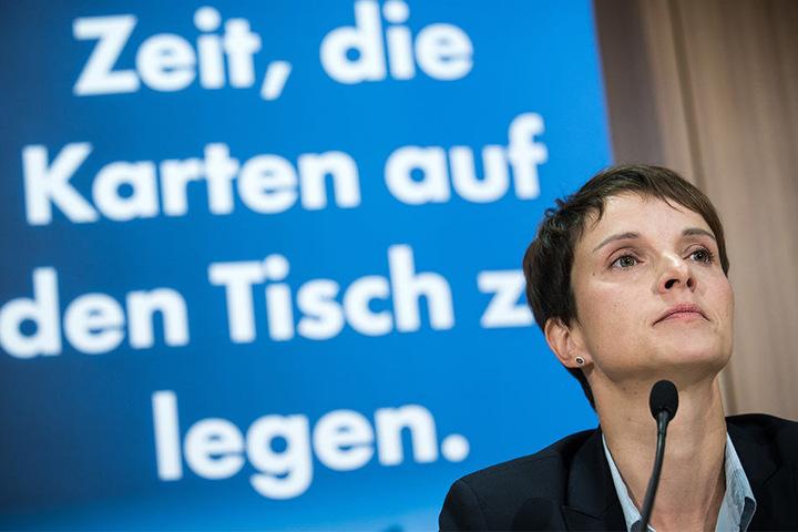 Frauke Petry, Vorsitzender der AfD, ist extra für den Wahlkampf nach Ostwestfalen-Lippe gekommen.