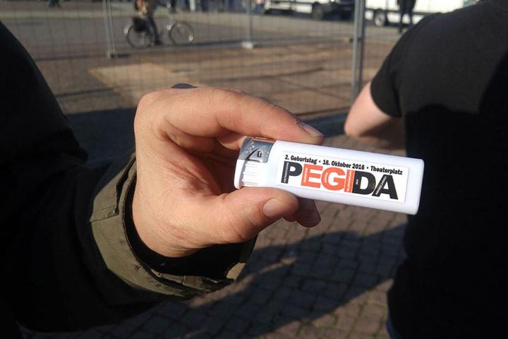 Ein Feuerzeug von PEGIDA