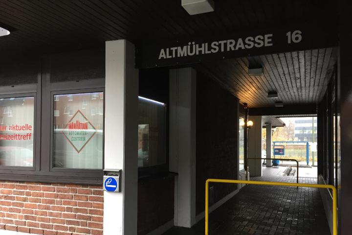 Zehn bis 15 Kunden sollen sich an der Altmühlstraße beim Dealer rumtreiben.