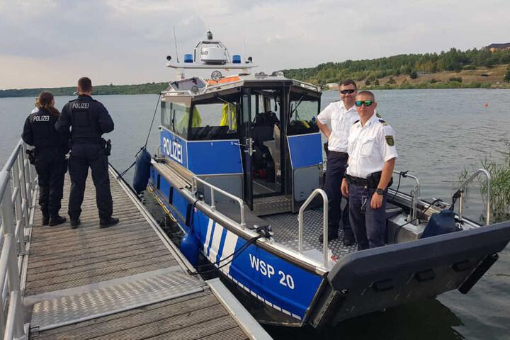 Auch die Wasserschutzpolizei war auf den Badeseen unterwegs.