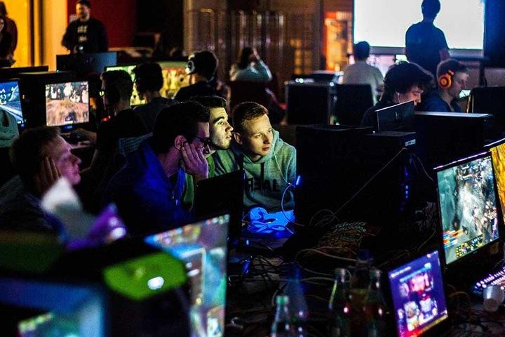 Im zentralen Hörsaalgebäude können Hobby-Gamer heute bis in die Nacht hinein spielen.
