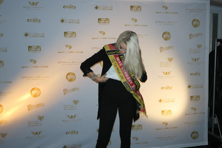 Ex-Miss-Germany Soraya Kohlmann brachte sogar ihre Schärpe mit.
