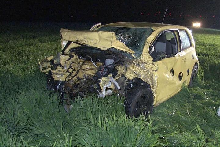 Auf der Gegenfahrbahn krachte er in einen Seat. Beide insassinnen verstarben kurz nach dem Crash.