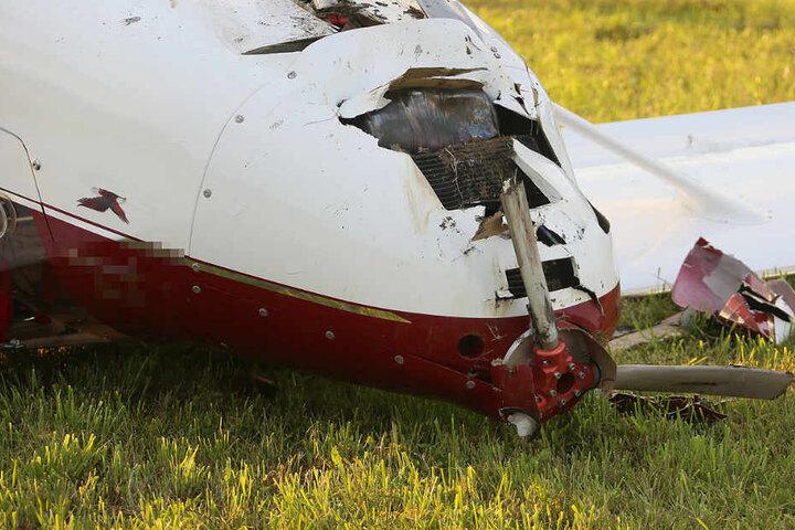 Der Pilot und seine Begleitung mussten in eine Klinik gebracht werden.