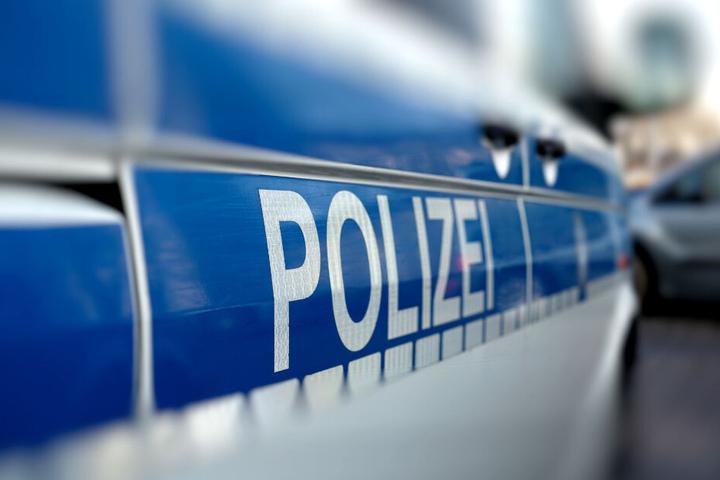 Die Polizei sucht Zeugen des Unfalls. (Symbolbild)