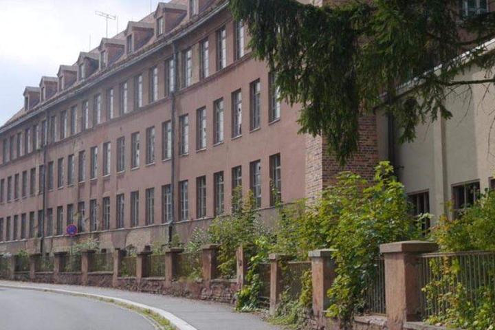"""Donnerstagabend bestätigte der Stadtrat von Seifhennersdorf per Mehrheitsbeschluss den Abriss der VEB Herrenmode-Fabrik in der Rosa-Luxemburg-Straße. """"Das Gebäude wurde ursprünglich von einem privaten Investor aus der Nachbargemeinde ersteigert."""