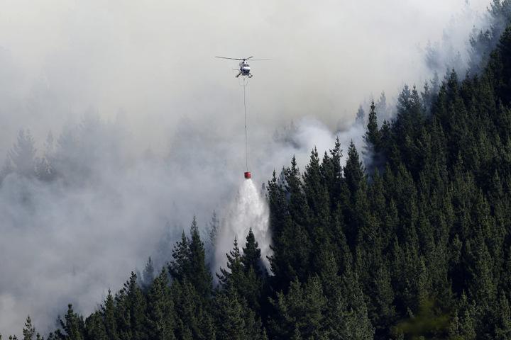 Bei einem Lösch-Einsatz ist ein Feuerwehrmann ums Leben gekommen.