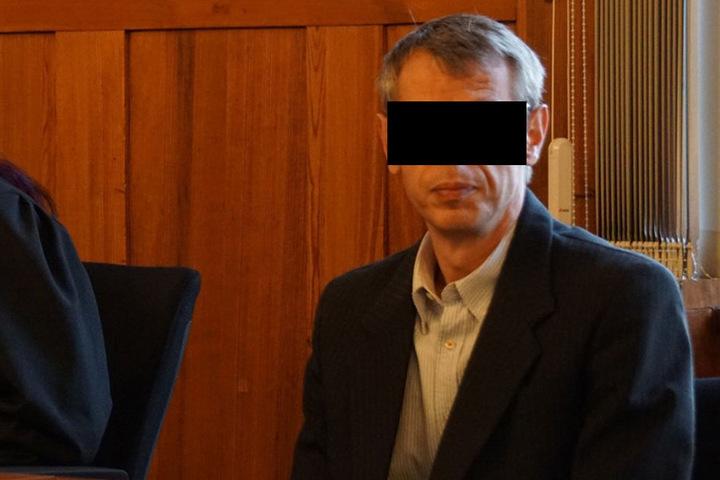 Der Angeklagte Jens M. (44) im Gerichtssaal.