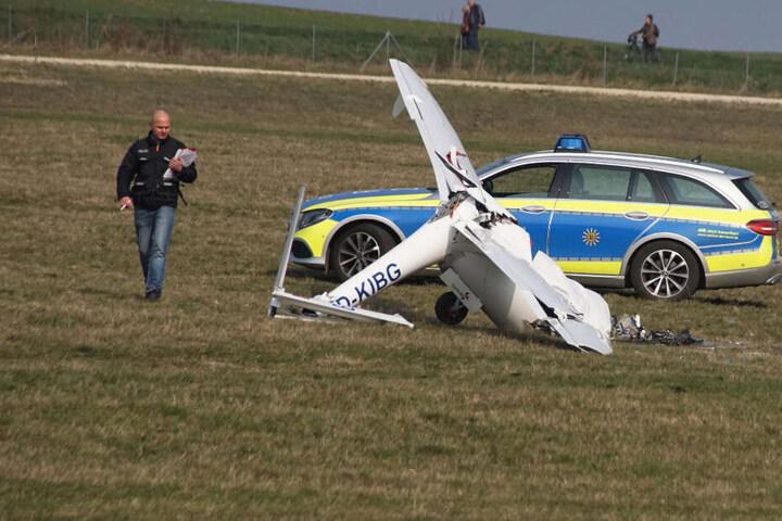Das Flugzeug zerschellte beim Absturz komplett.