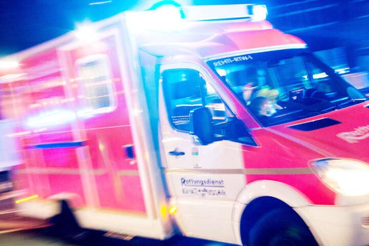 Der schwer verletzte Motorradfahrer wurde in ein nahegelegenes Krankenhaus gebracht (Symbolbild).