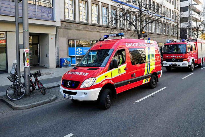 Die Feuerwehr war mit mehreren Fahrzeugen vor Ort.