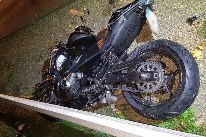 Der Fahrer der Kawasaki wurde bei dem Unfall lebensgefährlich verletzt. Jetzt verstarb er im Krankenhaus.