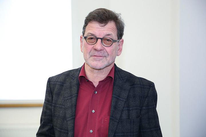 Seine Mitarbeiter koordinieren für die Laufevents jedes Jahr hunderte Sperrungen: Straßenbauamts-Chef Reinhard Koettnitz (62).