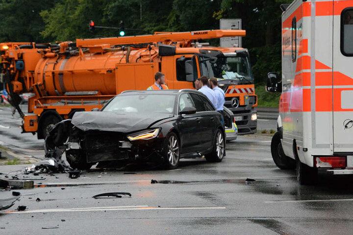 Der Audi war nach dem Zusammenstoß nur noch Schrott.