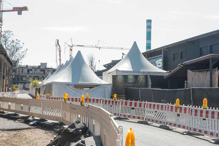 Die Aussicht könnte besser sein. Doch trotz Baustelle soll der Sommer am Purobeach gefeiert werden.