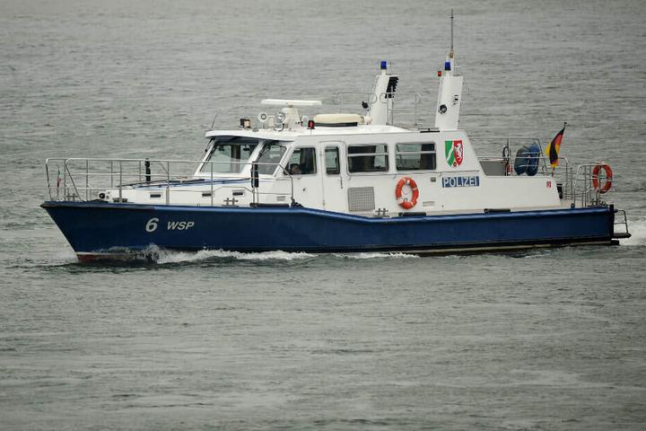 Ein Boot der Wasserschutzpolizei in Köln.