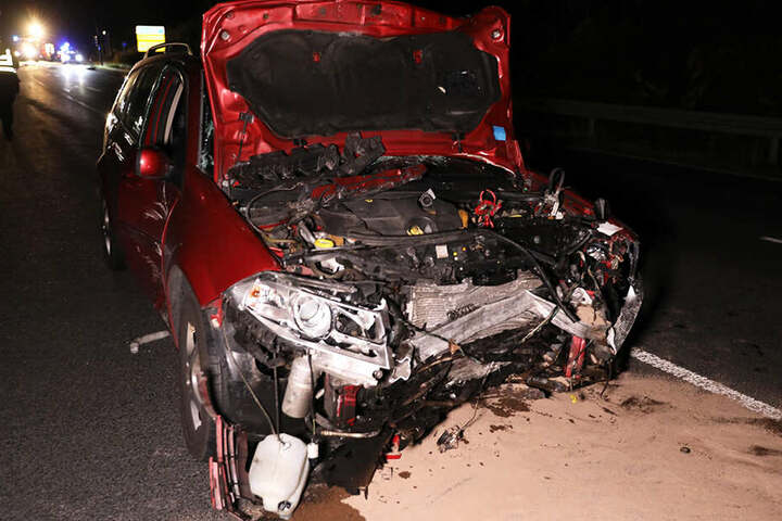 Auch die Fahrerin dieses Renaults kam in eine Klinik.
