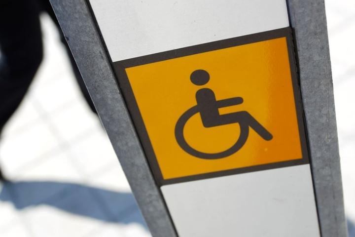 Auch mit Behinderungen können Menschen hilfreiche Fachkräfte für Firmen sein. (Symbolbild)