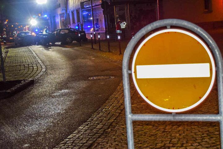 Trotz Verbot war der 36-Jährige rechts in diese Einbahnstraße abgebogen. Dort kam es zum Frontal-Crash.